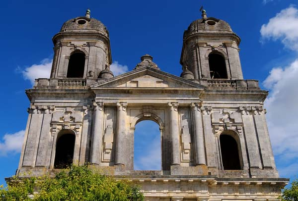 Semi derelict church at st jean d angely charante for Portico uruguay